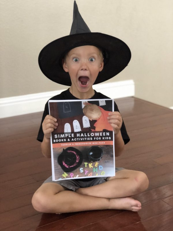 Fun not too scary Halloween Activity Week plans for Toddlers and Preschoolers. With full step by step instruction teacher recommended books that you and the kids will love and songs to sing this is a great way to have fun, read, play, create and learn together.